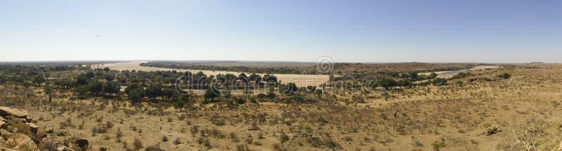 林波波河河流桥渡Mapungubwe国家沙漠风景  库存照片