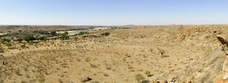 林波波河河流桥渡Mapungubwe国家沙漠风景  免版税库存照片
