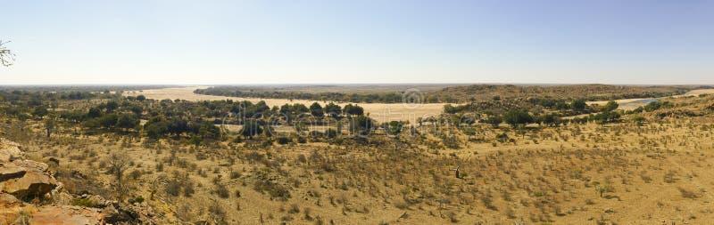 林波波河河流桥渡Mapungubwe国家沙漠风景  免版税库存图片