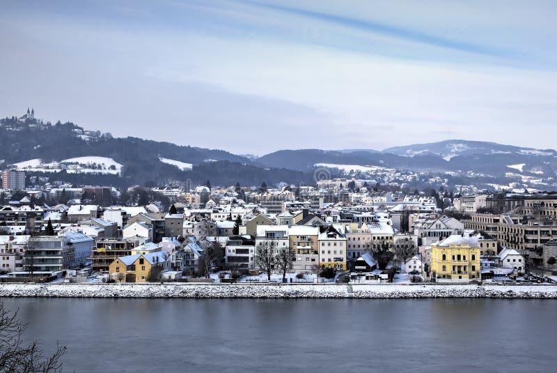 林茨都市风景从Linzer Schloss的 免版税库存照片