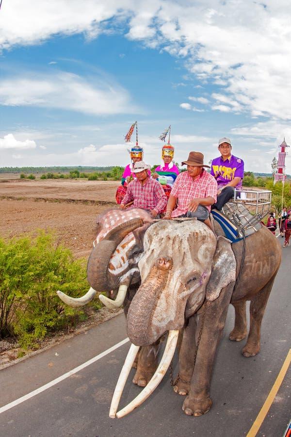 素林,泰国- 5月16 :传统游行向作为的河 免版税库存照片