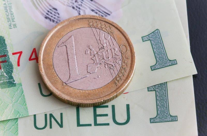 1枚欧洲硬币1列伊罗恩票据 库存照片