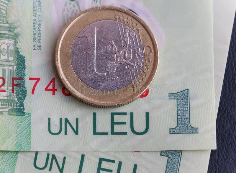 1枚欧洲硬币1列伊罗恩票据 免版税库存照片