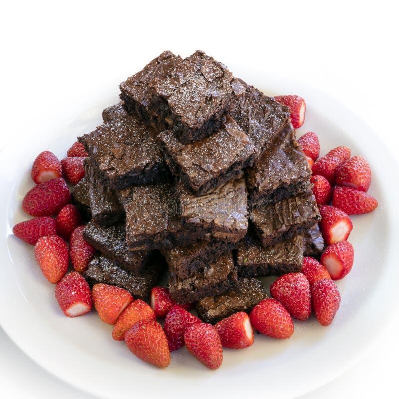 果仁巧克力塔堆用草莓 免版税图库摄影