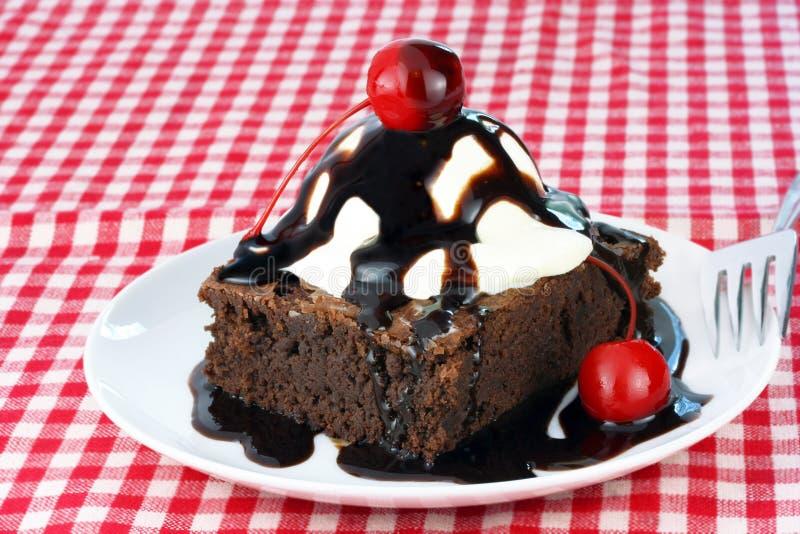 果仁巧克力奶油色冰圣代冰淇淋 图库摄影