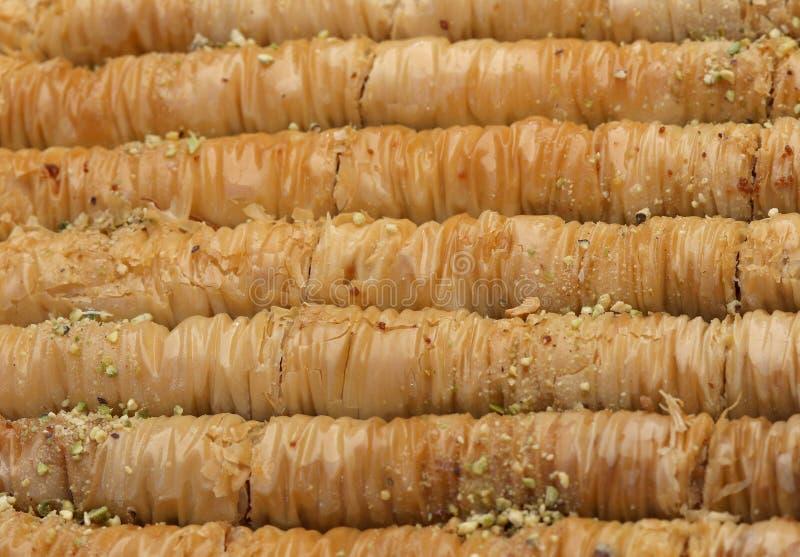 果仁蜜酥饼做用filo面团、蜂蜜和坚果 免版税库存照片