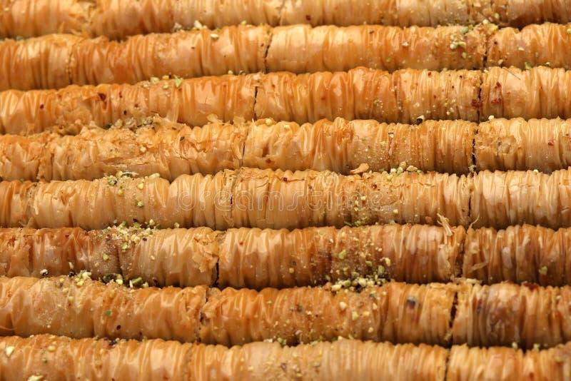 果仁蜜酥饼做用filo面团、蜂蜜和坚果 免版税库存图片