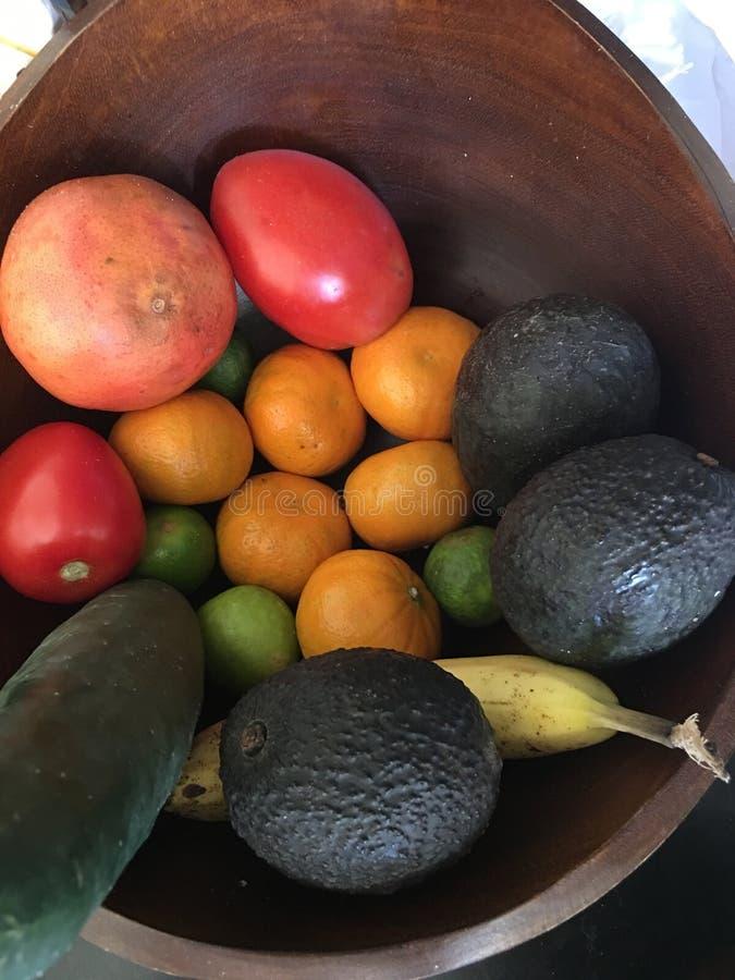 水果和蔬菜碗 免版税库存图片