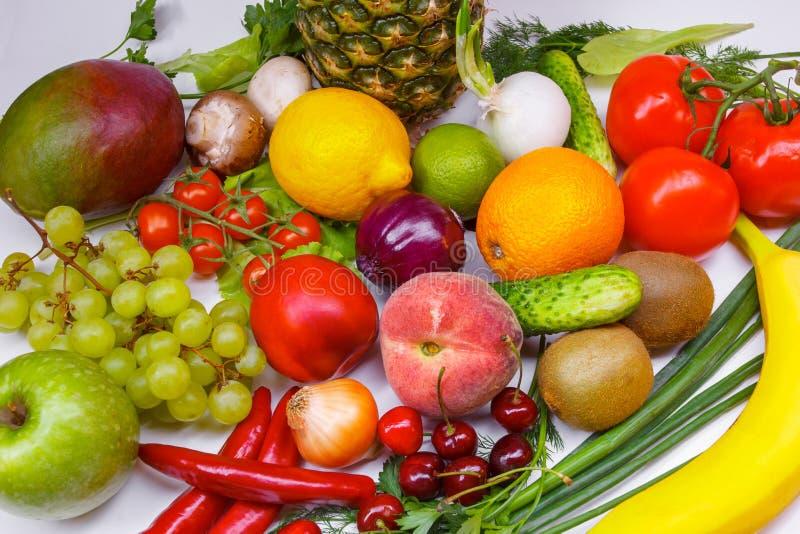 水果和蔬菜隔绝了白色背景 库存图片