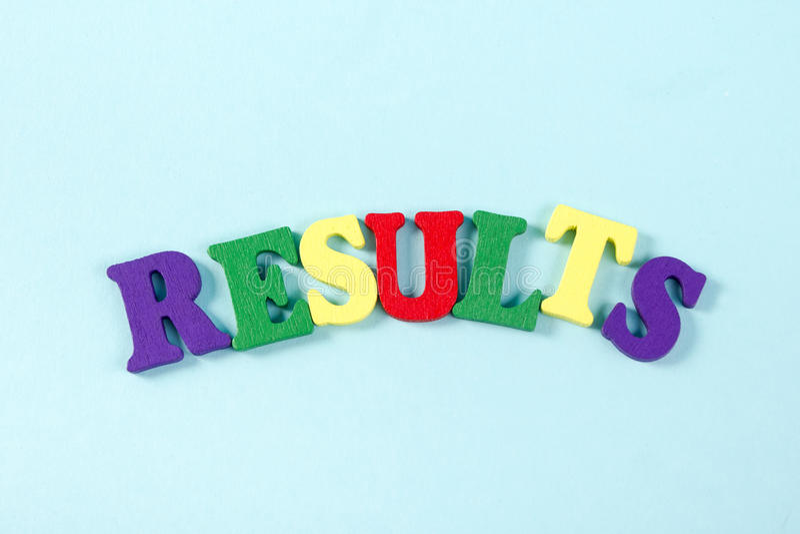 结果在蓝色措辞 成功企业成功,是竞选的一个优胜者,流行音乐民意测验或体育测试,报告,竞选 图库摄影
