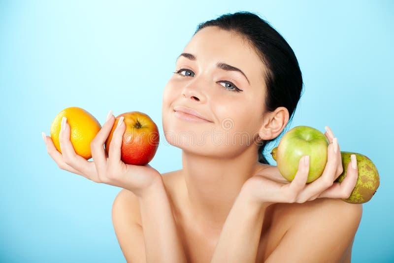 果子可爱的妇女 免版税库存图片