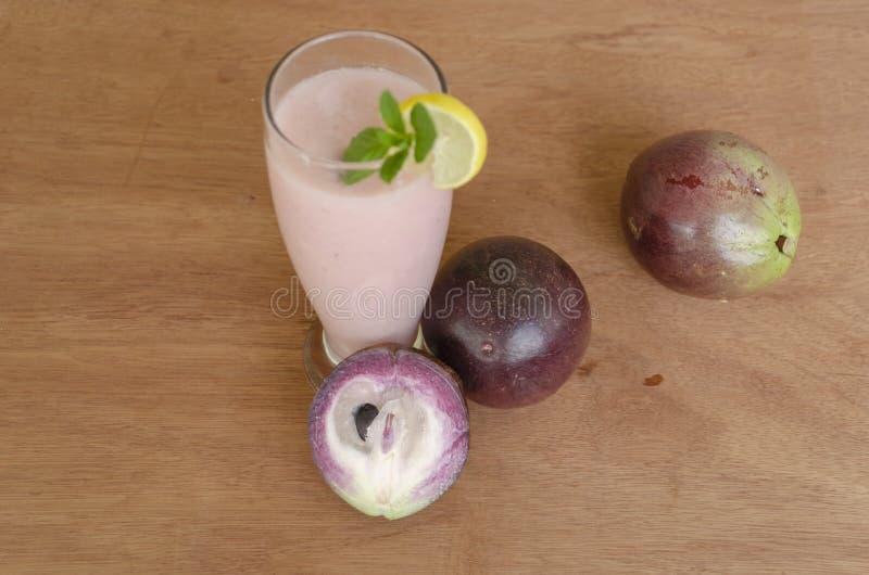 果子和汁液在表面上 库存图片
