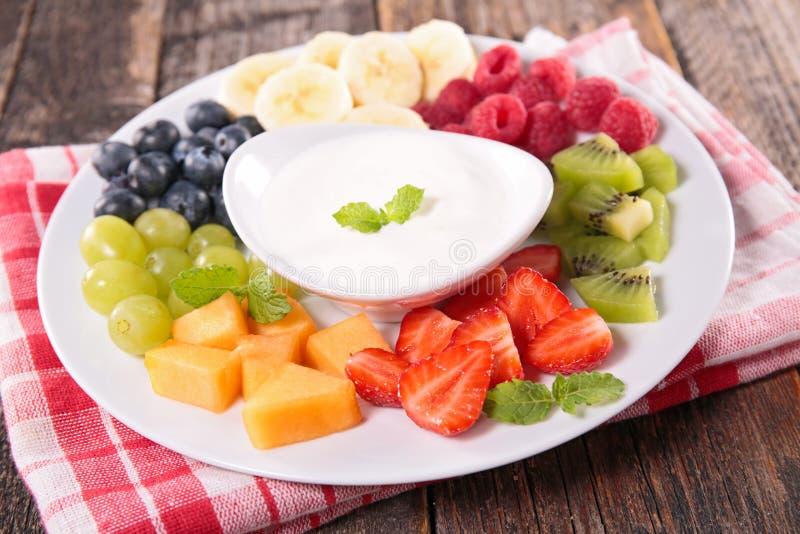 果子和酸奶 免版税库存照片
