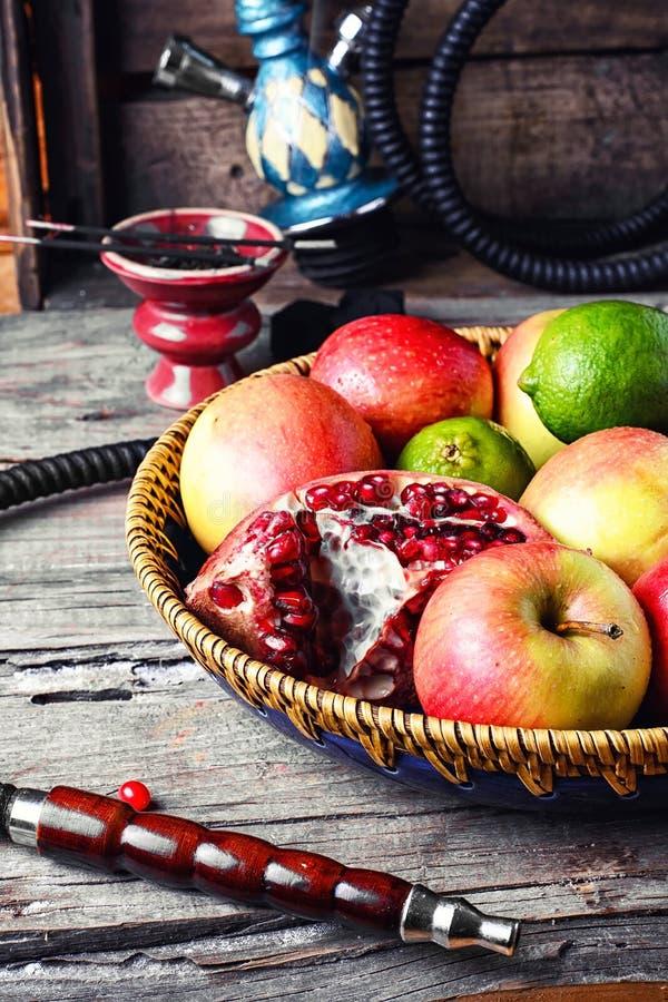 果子和水烟筒 免版税库存照片