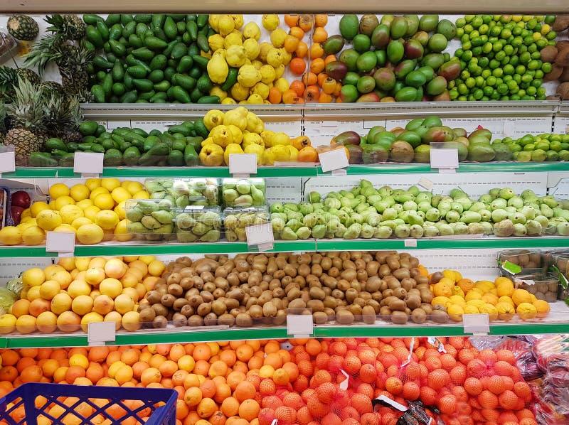 果子在超级市场商店绿色杂货食物市场 免版税图库摄影