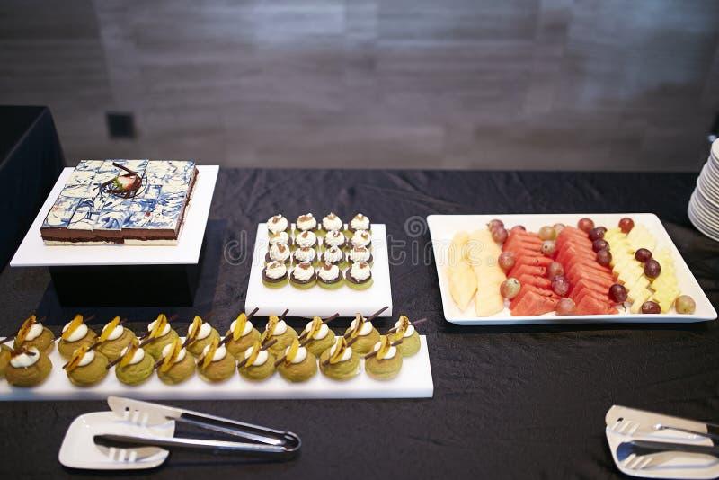 果子奶油色点心桌口味 库存照片