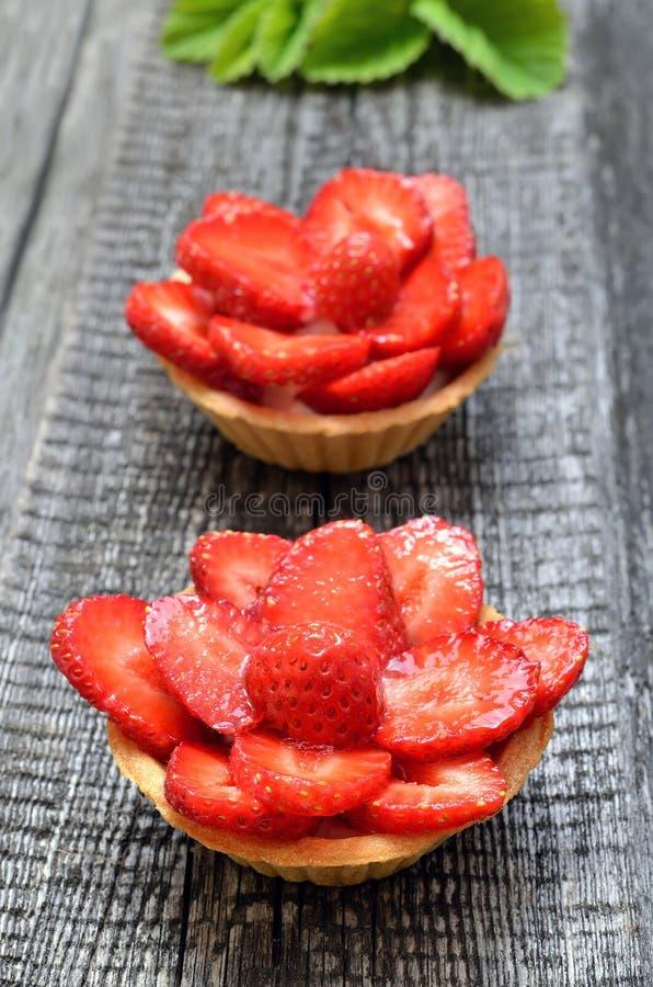 果子果子馅饼用新鲜的草莓 免版税图库摄影