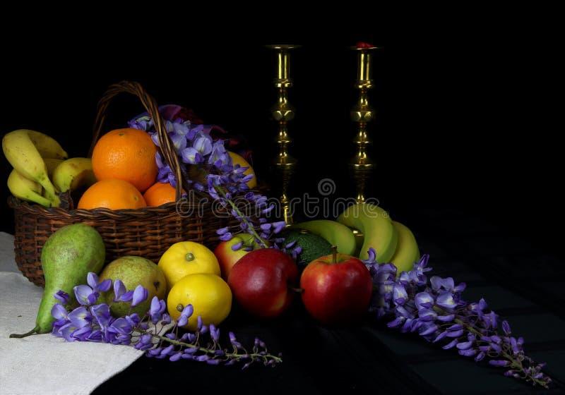 果子静物画在篮子的 图库摄影