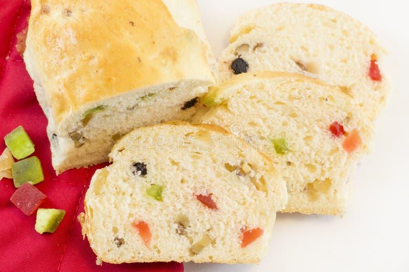 果子面包用在白色背景的各种各样的干果子 库存图片