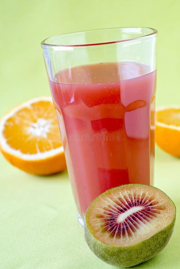 果汁用红色猕猴桃 免版税库存照片
