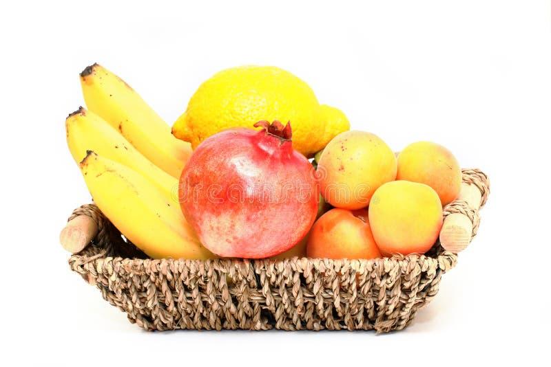 Download 水果篮 库存照片. 图片 包括有 饮食, 装载, 滋补, 营养, 柠檬, 自然, 柳条, 果子, 肠痈, bataan - 72367870