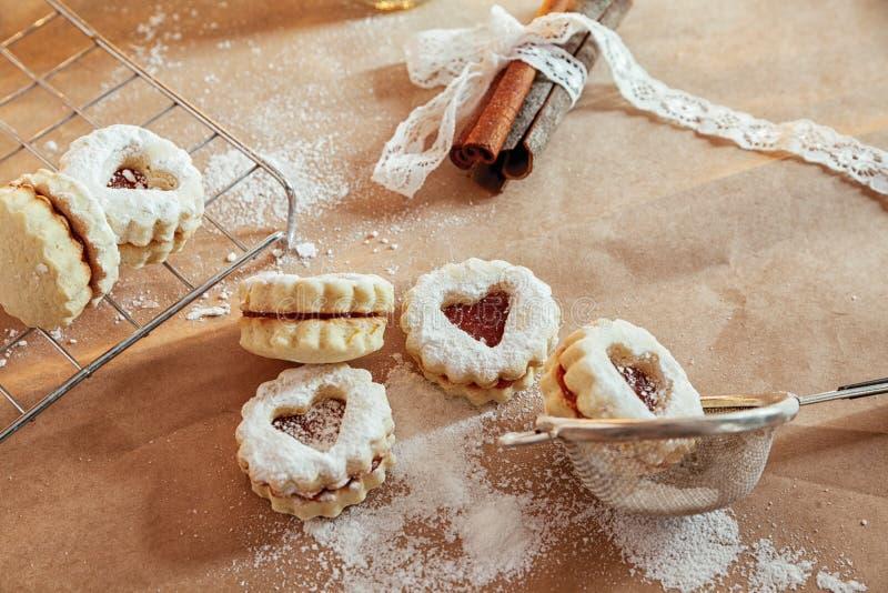 果酱填装的linzer曲奇饼 图库摄影