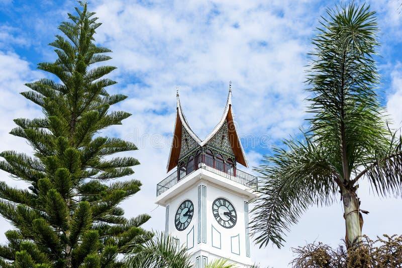 果酱Gadang大尖沙咀钟楼,武吉丁宜,苏门答腊,印度尼西亚 免版税图库摄影