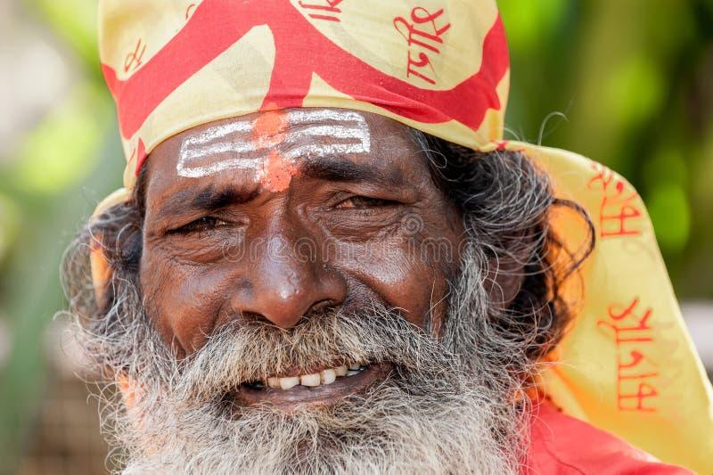 果阿,印度- 2008年1月-印地安sadhu的微笑的画象,圣洁者 免版税库存照片
