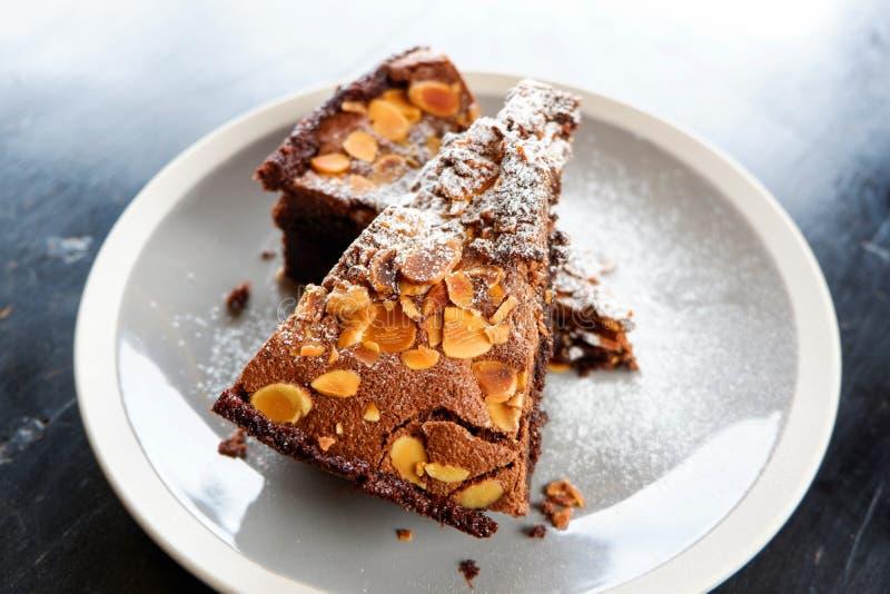 果仁巧克力蛋糕 免版税库存图片