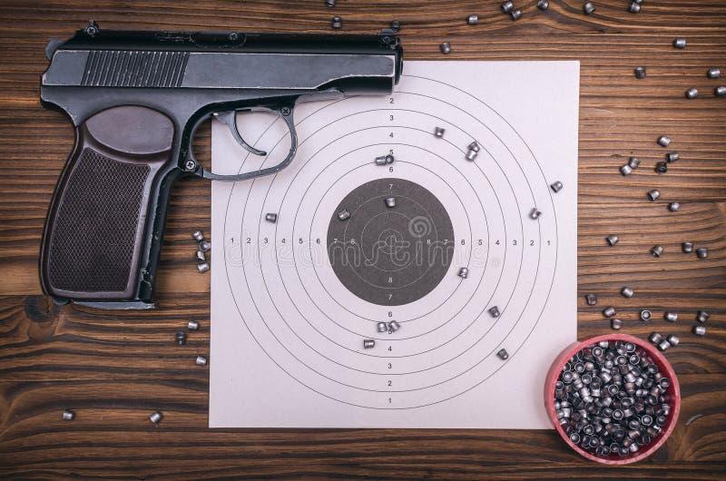 枪、子弹和目标 库存照片