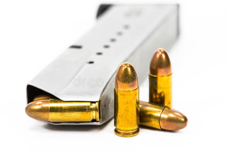 枪和子弹投入了白色地板 图库摄影