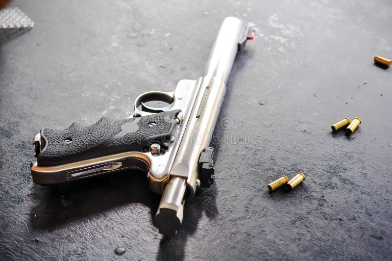 枪和血液 免版税库存图片