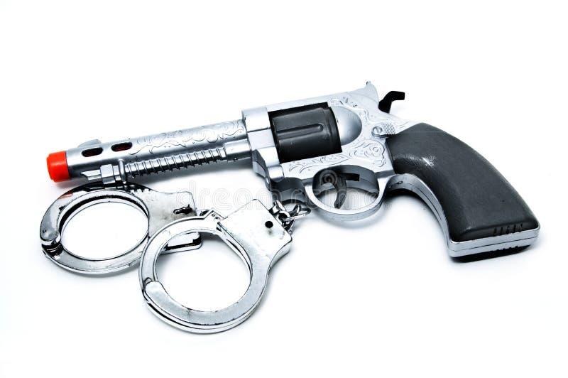枪把玩具扣上手铐 免版税库存图片