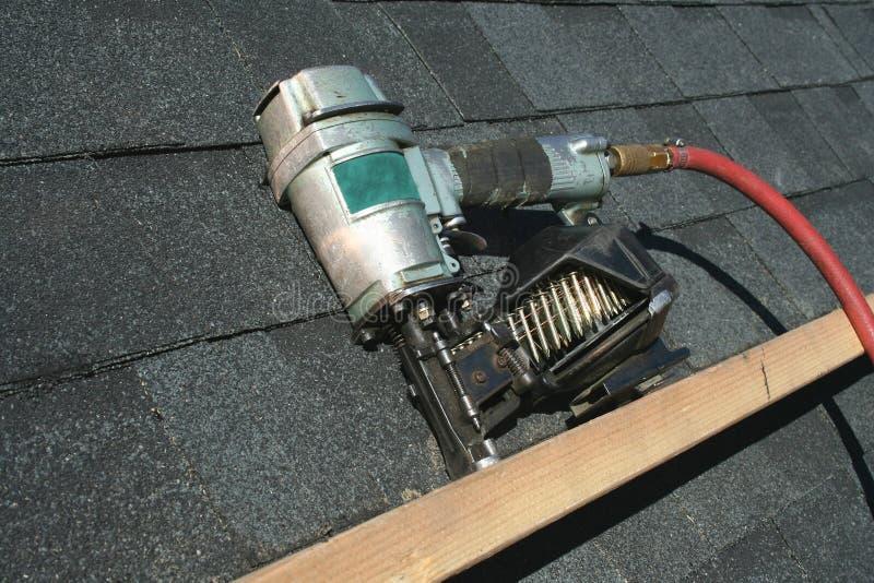 枪钉子气动力学的屋顶 库存图片