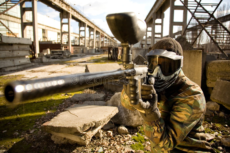 枪paintball球员 免版税图库摄影