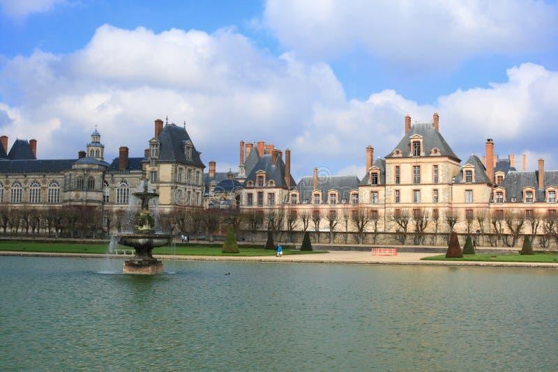 枫丹白露和湖,法国宫殿  免版税库存图片