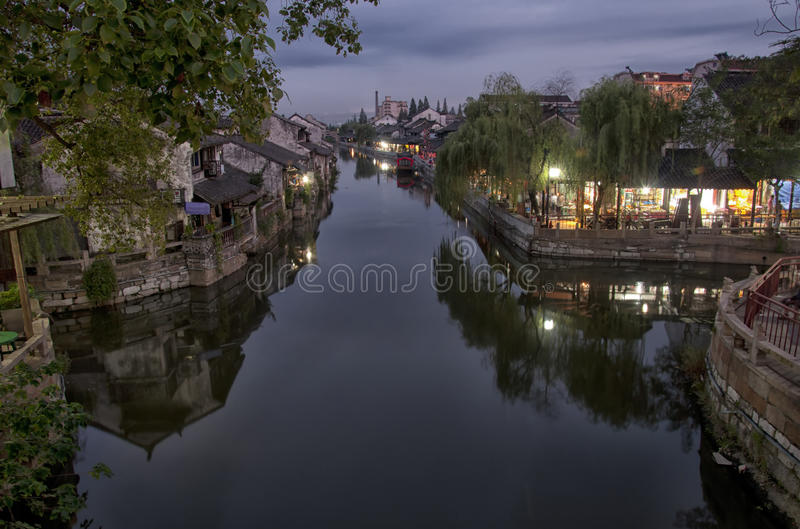 枫泾镇在晚上 免版税库存照片