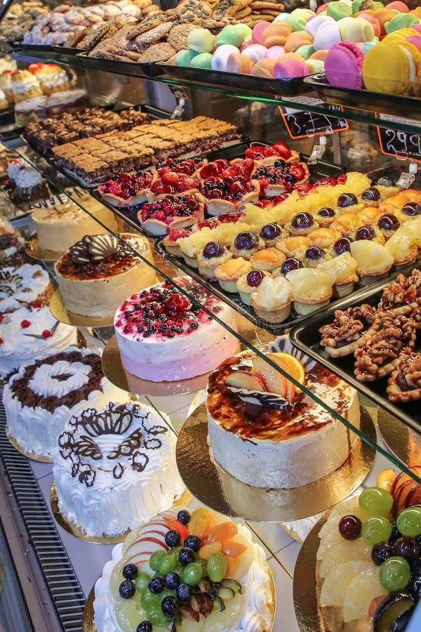 架子糖果店蛋糕 库存图片