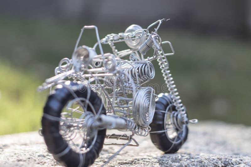 架线做的玩具,它的种类摩托车  库存图片