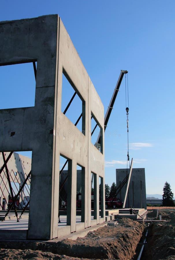 架设预制混凝土墙壁 库存照片