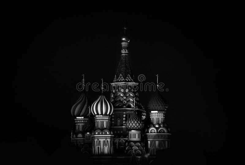 柏拉仁诺教堂在红场在冬天在晚上,莫斯科,俄罗斯 免版税库存图片