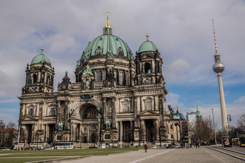 柏林大教堂和电视塔,柏林大教堂 免版税库存图片