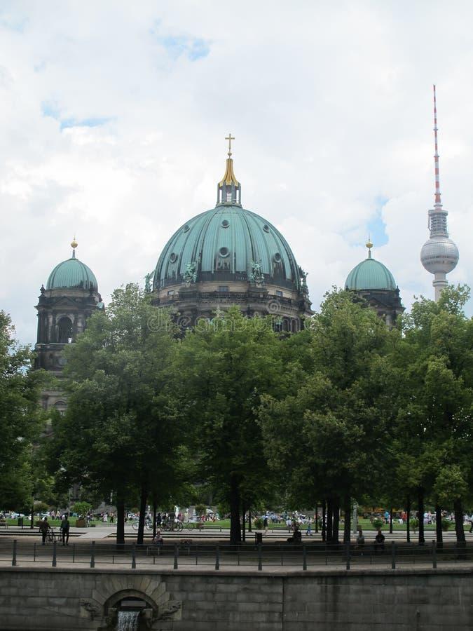 柏林大教堂和Fernsehturm电视塔,柏林 免版税库存照片