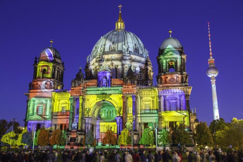 柏林大教堂在日落期间被照亮的柏林大教堂 免版税库存照片