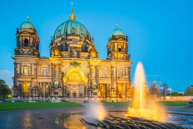 柏林大教堂在柏林,德国在晚上 免版税库存照片