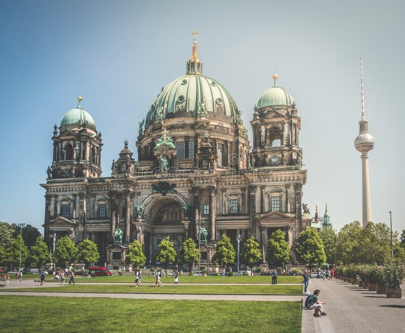 柏林大教堂柏林大教堂和电视塔 免版税库存照片