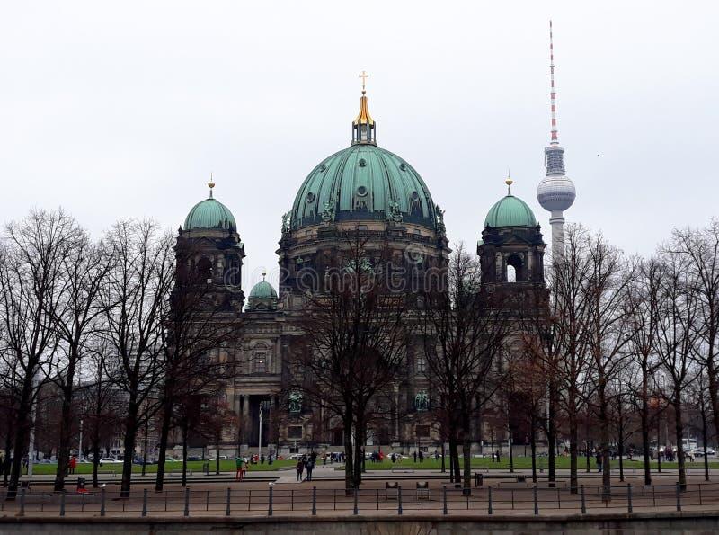 柏林大教堂用德语, `柏林大教堂`在冬天 库存照片