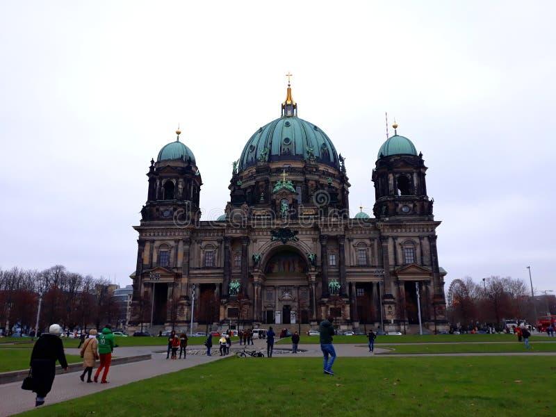 柏林大教堂用德语, `柏林大教堂`在冬天. 纪念碑, beautifuler.图片