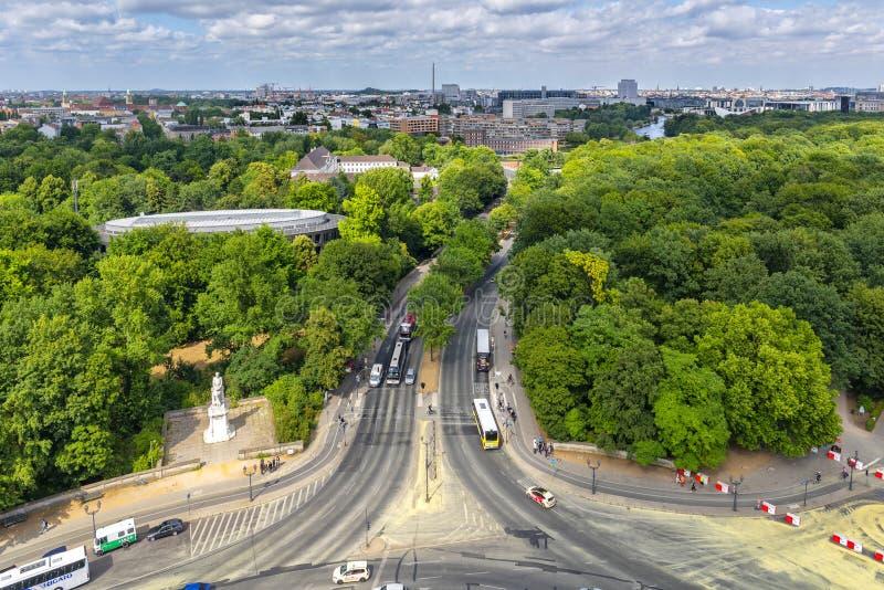 柏林德国 从胜利塔专栏的顶端Vieuw在ac部分地包括的Unter小室菩提树街道上 免版税图库摄影