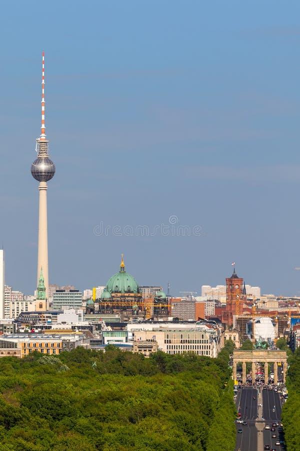 柏林电视塔勃兰登堡门视图 免版税库存照片